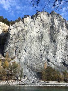 Rheinfelsen zwischenI Ilanz und Versam