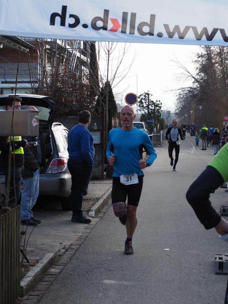 Zieleinlauf nach knapp 1:06 und 15 km